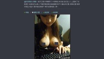 帖子图片中的美女自行扒衣露乳
