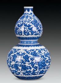 青花缠枝花卉纹葫芦瓶