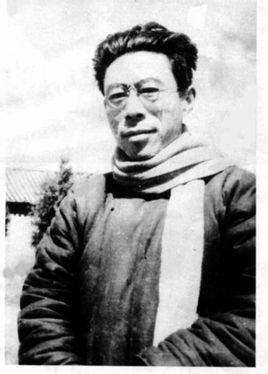 1928年秋任武汉大学文学院院长兼中文系主任.