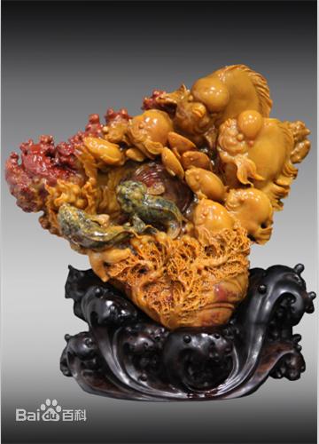 其海底世界体裁的雕刻技术,在石雕界中颇具影响.