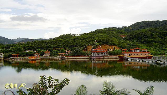 潮阳仙湖风景区(又称半天佛仙湖文物风景区),位处仙城镇大南山北麓中