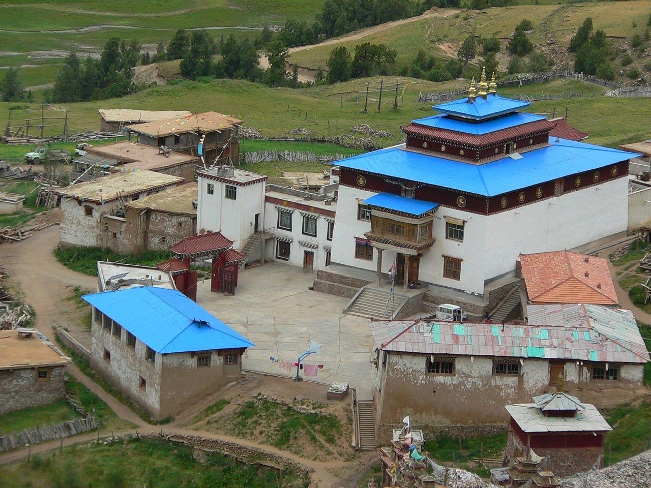 囊谦县位于青海省最南端,玉树州东南部,与西藏昌都地区接壤,地处东经