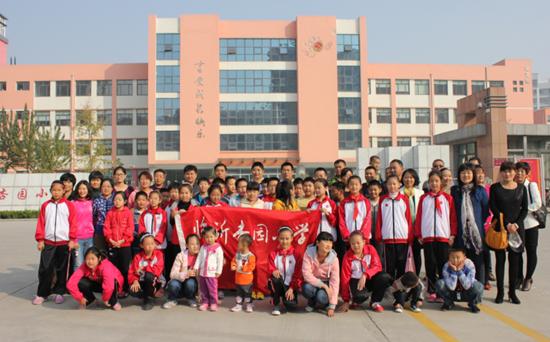 红旗和学生的手绘图