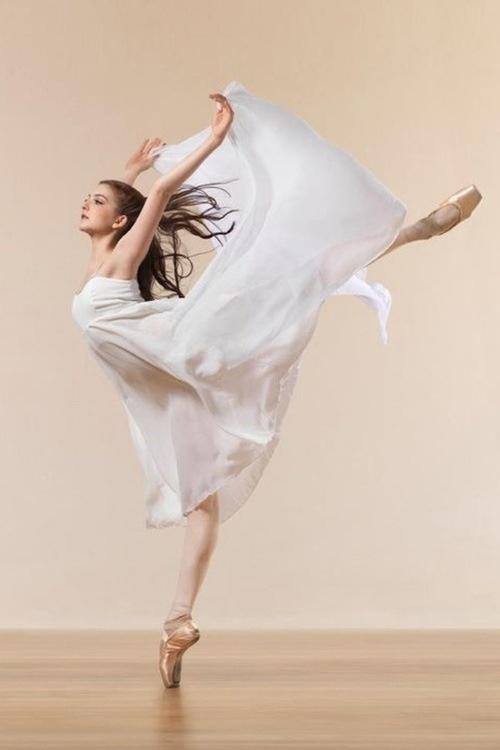 学习体育舞蹈课要什么器材-关于大学体育舞蹈
