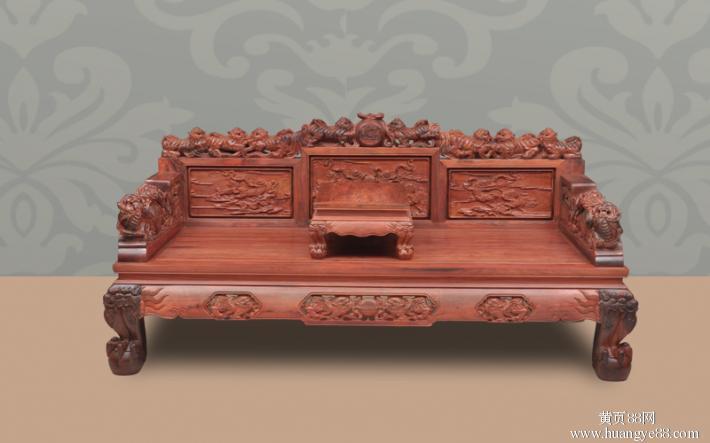 一,明代红木家具的特点 明代红木家具以风格典雅,造型优美,做工精巧