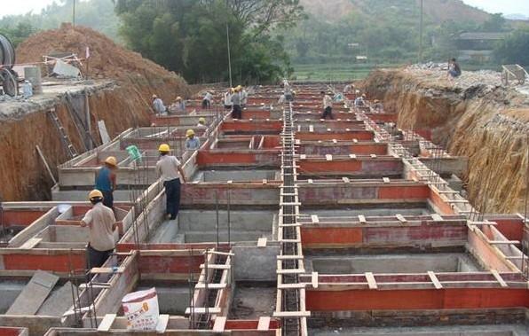 砖混结构,地圈梁高度 240mm,地圈梁顶标高-60mm,那么构造柱生根于地