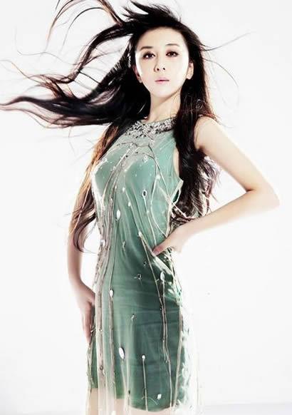 """歌手孙紫晴将一个天真的""""傻""""女人对爱情渴望而又不可"""